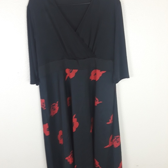 Dresses & Skirts - Womens dress 3XL black w/red rosesC10